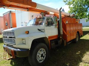 1988 Ford F800 Diesel w/Altec Industries Bucket Truck